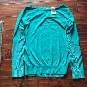 Nike fro-fit top